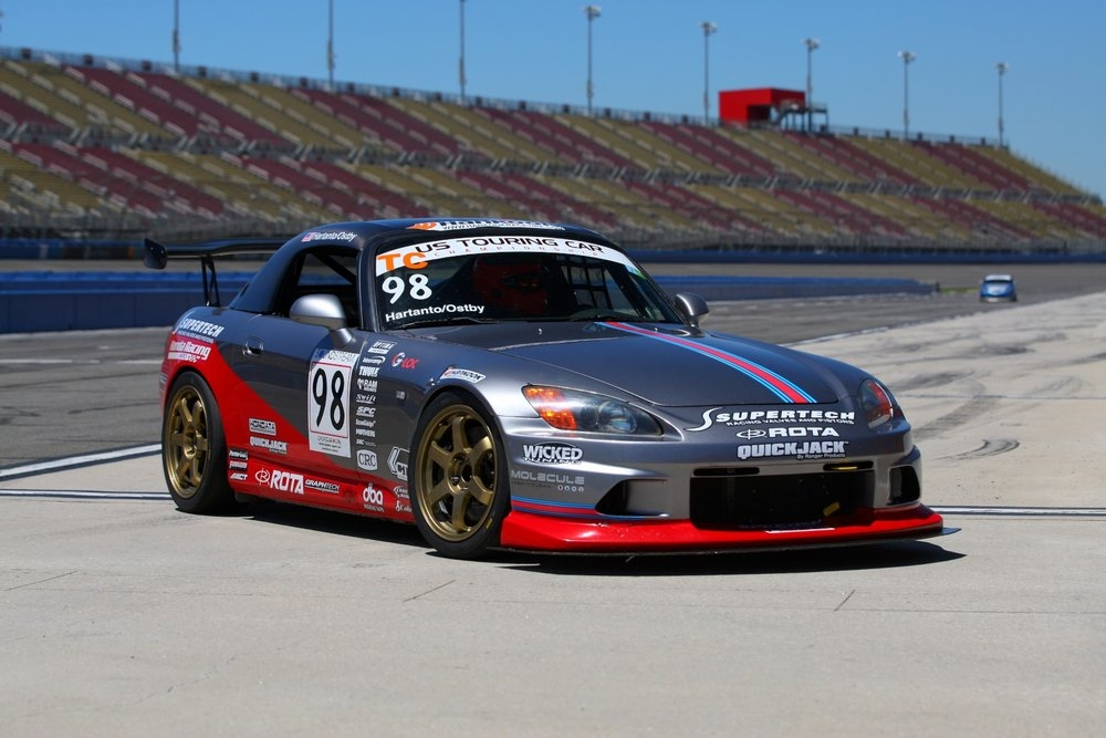 The Prima Racing Honda S2000 looking sharp as it pulls into the paddock